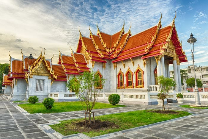 Top 8 Bangkok Temples and What to wear when visiting! (2019)