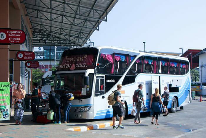 チェンマイバスステーションでチェンマイからバンコクへのバス