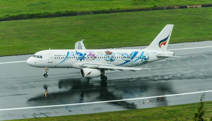 バンコク航空の飛行機の離陸