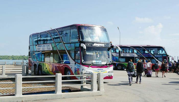 鉄道駅からスラタニへのバス乗り継ぎ