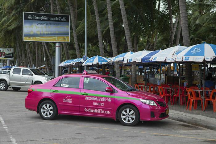 パタヤに駐車するタクシー