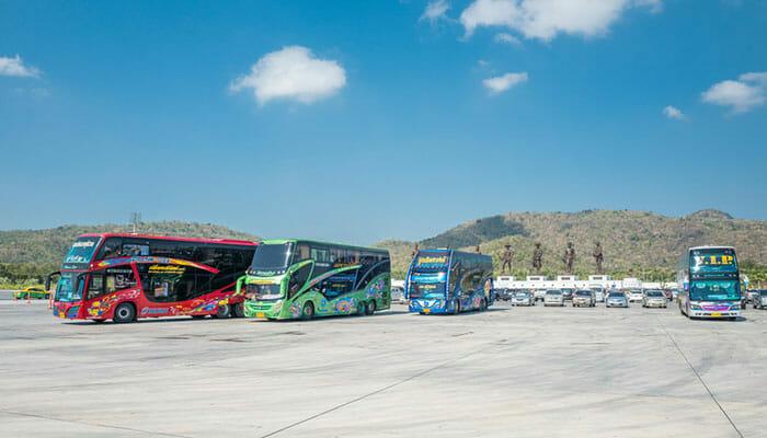 タイの観光バス