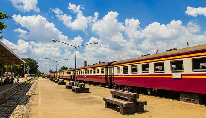 バンコクからアユタヤへ行く列車