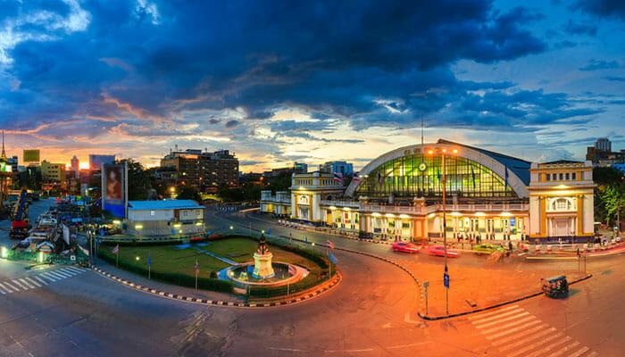 バンコクのフワランポーン駅MRT(地下鉄)で簡単にアクセスできます。MRT-Stationの名前は同じです