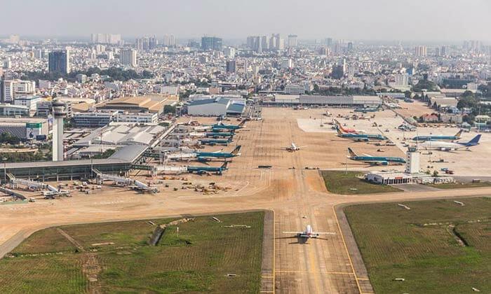 A Flight from Ho Chi Minh to Phnom Penh