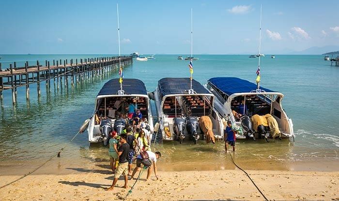 코사무이에서 코타오로 가는 스피드 보트를 기다리는 여행객들