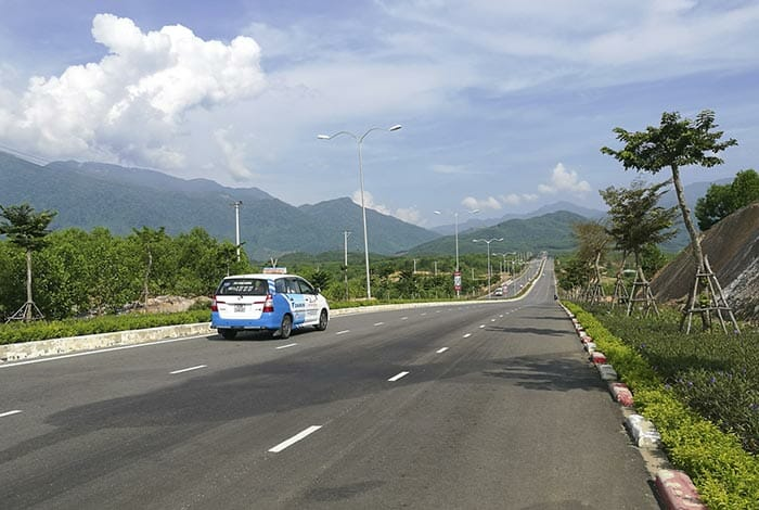 From Da Nang to Hue by Taxi