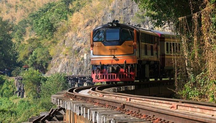 방콕에서 깐짜나부리까지 기차로 이동