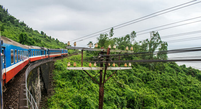 Train from Hanoi to Ninh Binh