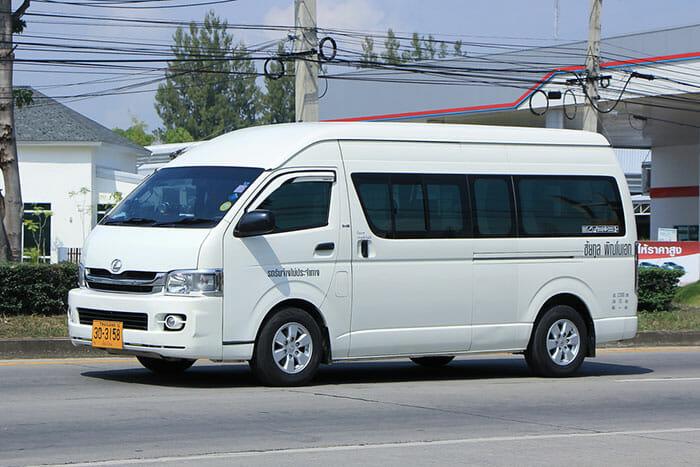 バンコクからチャン島までの公共バスとミニバス