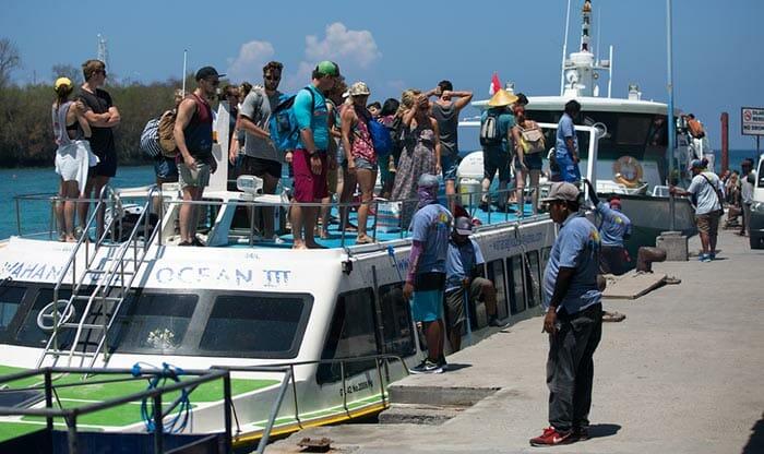 民間フェリーとスピードボートでバリ島からロンボク島へ