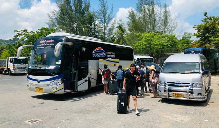 バスでスラートターニーからカオソックへ