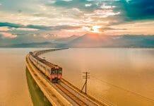 タイの列車で旅行