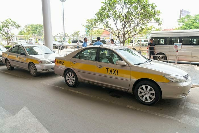 タクシーでプノンペンからシアヌークビルへ