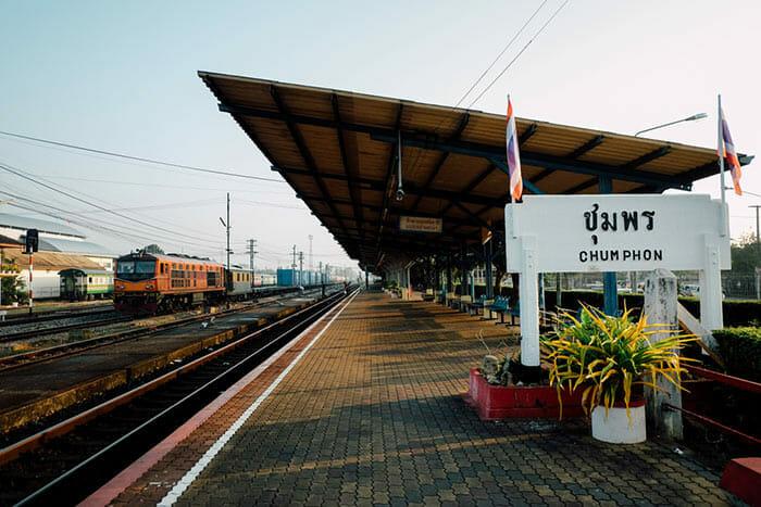 チュムポーンの駅からタオ島へ
