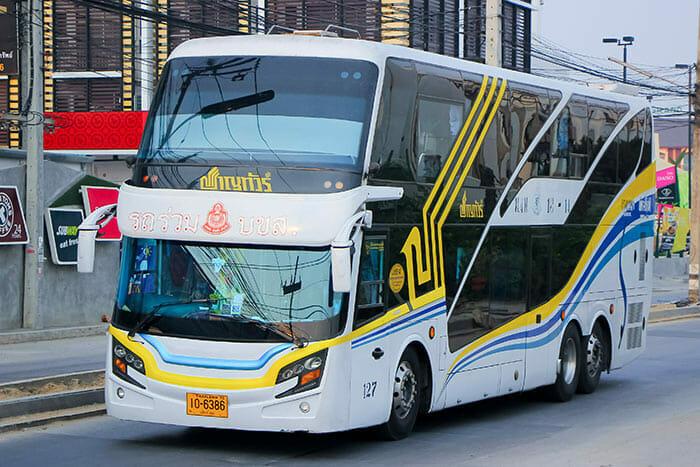 バンコクからコーンケンまでのバス