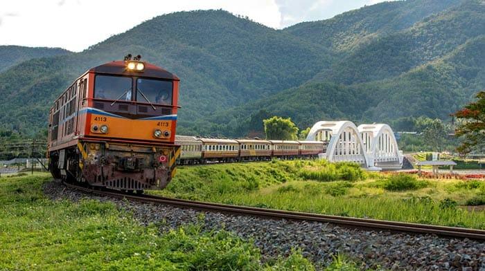 列車でチェンマイからバンコクへ
