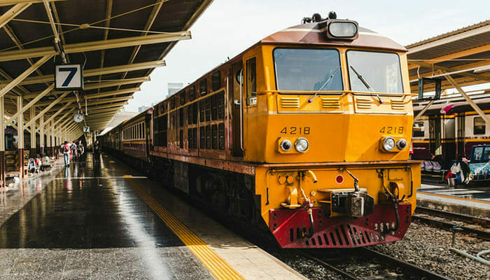 フェリー、バスと列車でパンガン島からバンコクへ