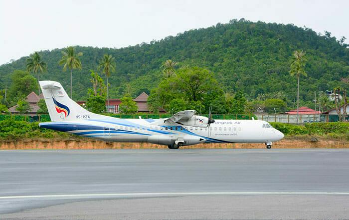 飛行機でパンガン島からピピ島へ