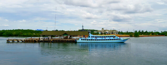 クラビクロンジラド桟橋からリペ島へ