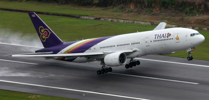 飛行機でプーケットからバンコクへ