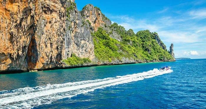 スピードボートでピピ島からランタ島へ