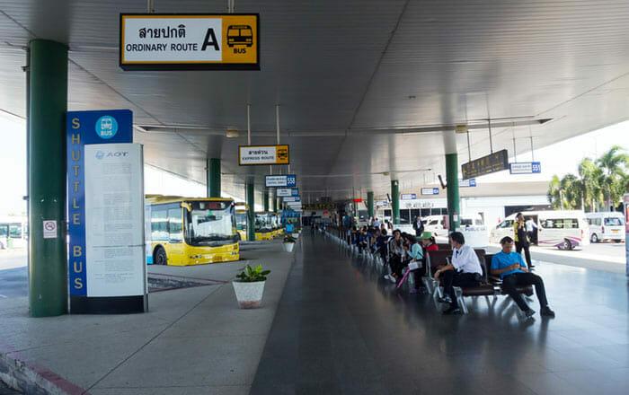 スワンナプーム空港からバンコクまでの公共バスまたはバン