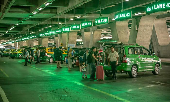 タクシーでスワンナプーム空港からバンコクへ