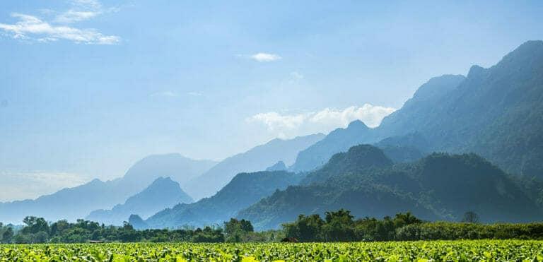 На каком расстоянии находится Чианграй от Чиангмая?