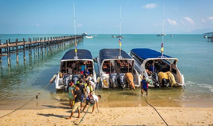 Скоростные лодки на Самуи ждут пассажиров, желающих отправиться на остров Тао