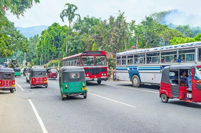Из Коломбо в Канди на арендованном автомобиле или такси