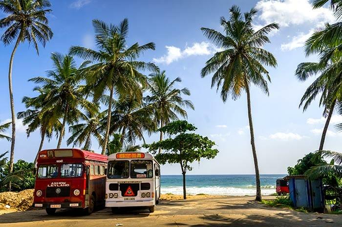 バスでコロンボからトリンコマリーへ