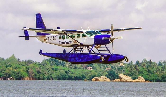 飛行機でコロンボからトリンコマリーへ