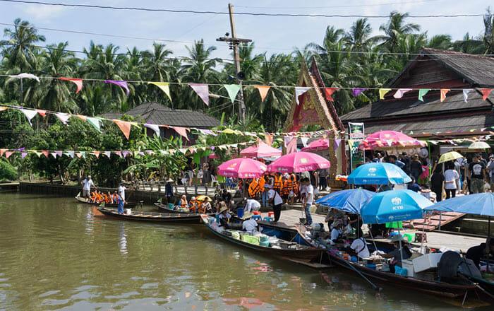 Pra Cha Rat Floating Market