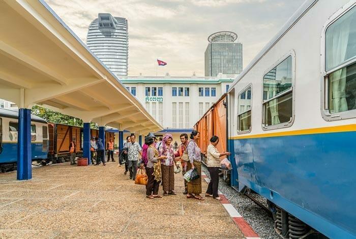 Поезд из Пномпеня в Сиануквиль