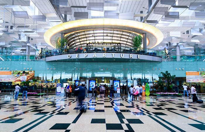 싱가포르에서 쿠알라 룸푸르까지 비행기로 이동