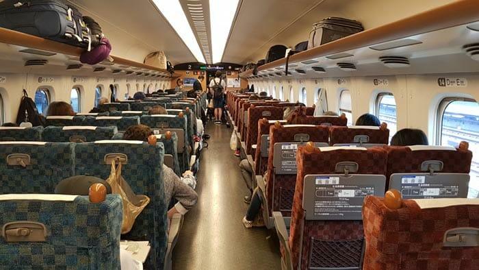 Японский высокоскоростной поезд синкансэн