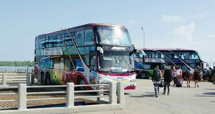 코사무이에서 방콕 페리, 버스 및 기차로 이동