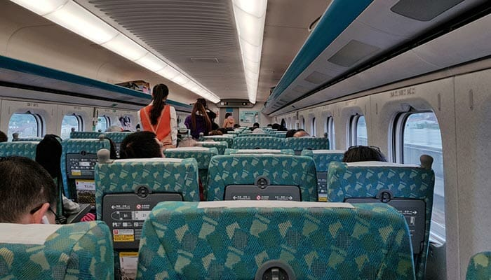 타이베이에서 타이중 기차로 이동