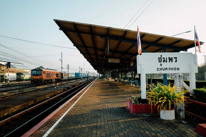 춤폰 기차역에서 코타오로 이동