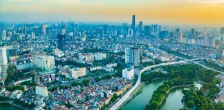 Vom Flughafen Hanoi in die Stadt