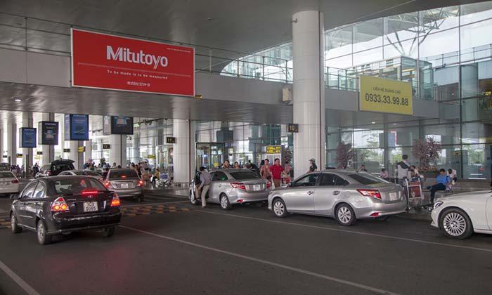 Vom Flughafen Hanoi in die Stadt über einen Abholservice des Hotels