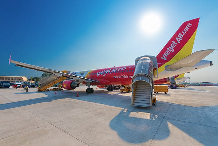 하노이에서 호치민 시티 비행기로 이동