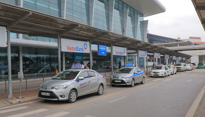 Из аэропорта Ханоя в город на такси