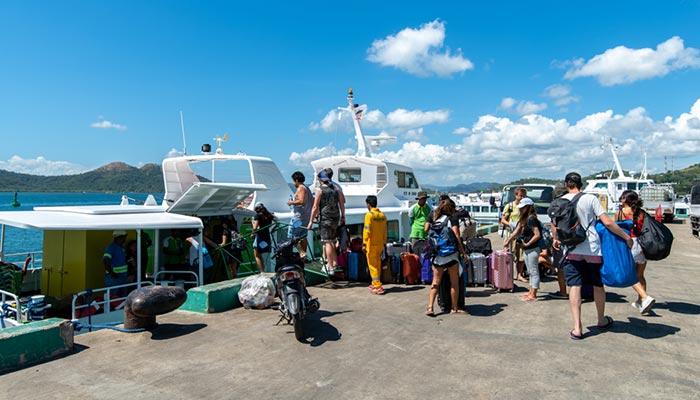 푸에르토 프린세사에서 코론 버스와 페리로 이동