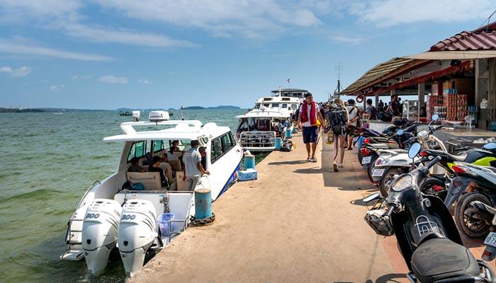 Скоростной паром и лодка из Сиануквиля на остров Ронг