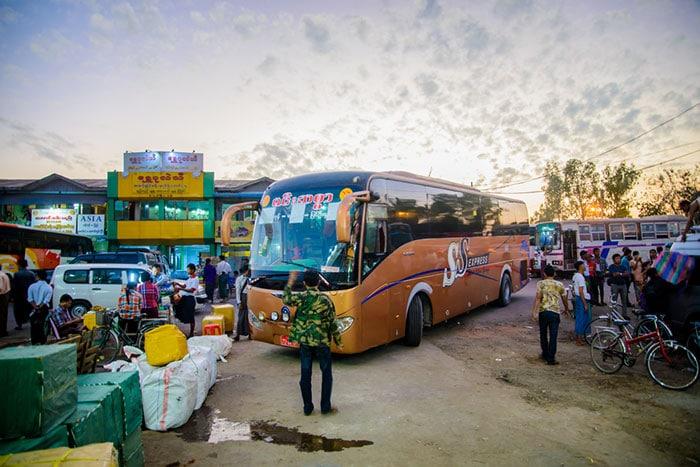 만달레이에서 바간 버스로 이동