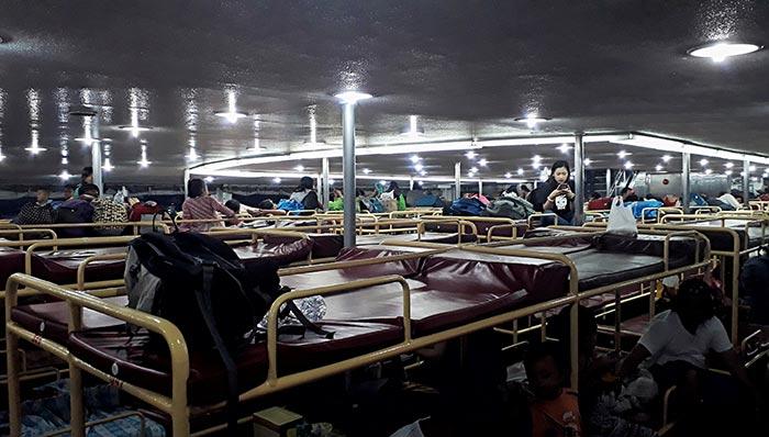 마닐라에서 일로일로 페리로 이동