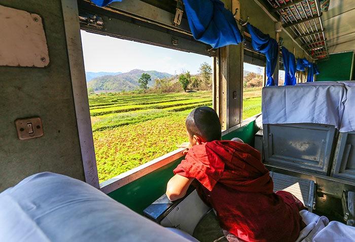 양곤에서 만달레이 기차로 이동