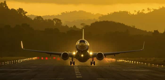 방콕에서 코리페 비행기, 밴 그리고 페리로 이동